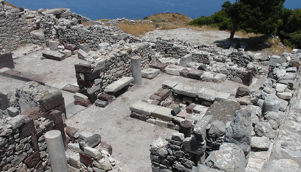Private Tour to visit the Museum of prehistoric Thera in Fira, Santorini