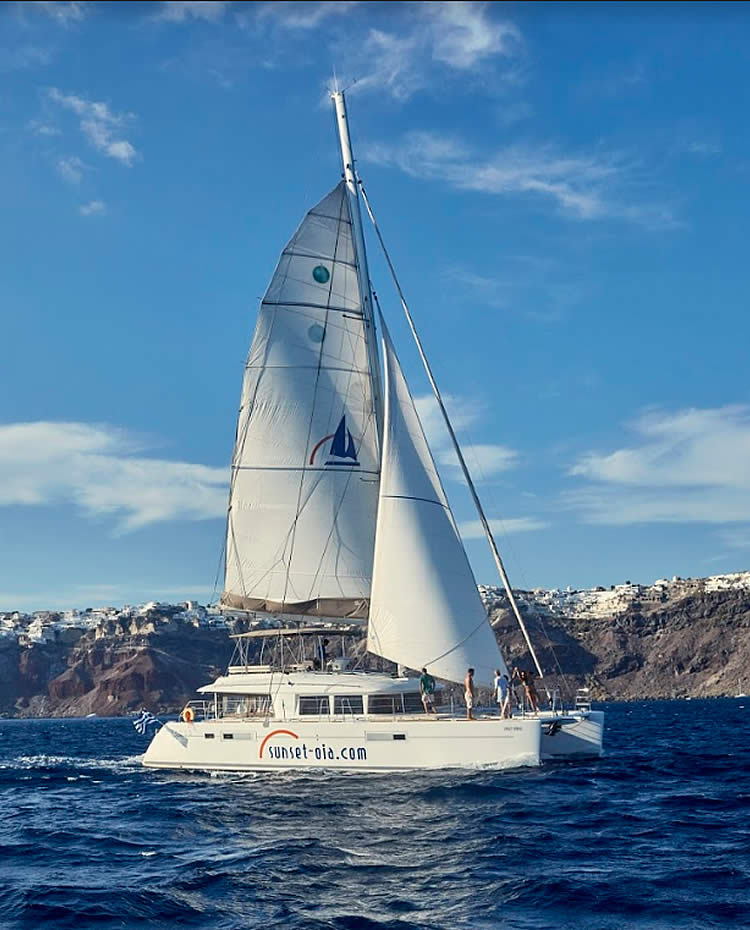 Catamaran & Yacht private day cruises in Santorini